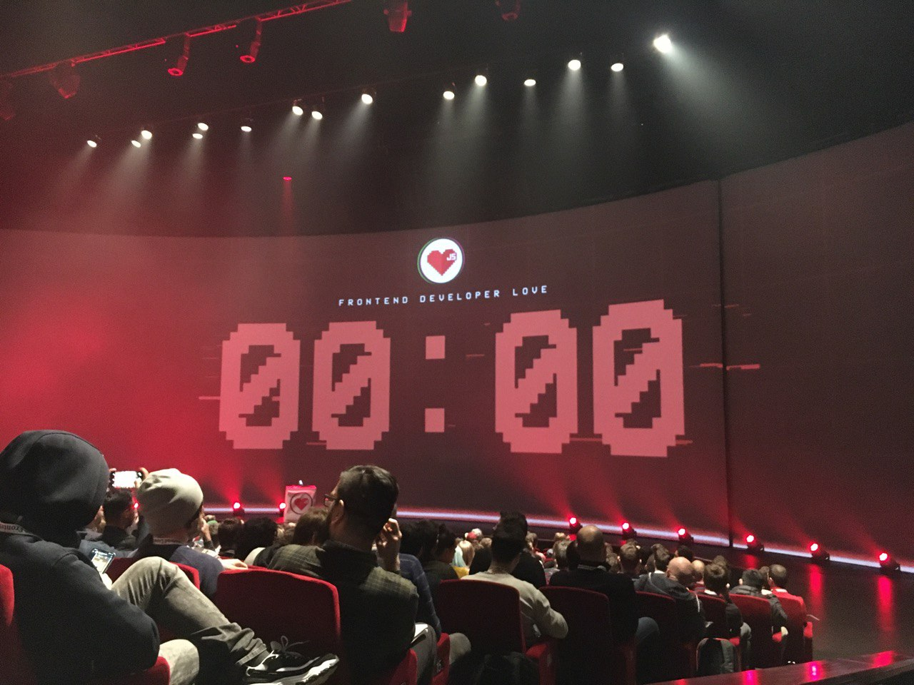Countdown clock on screen before the Frontend Developer Love conference started